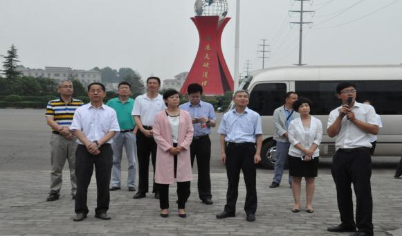 青岛市政府口岸办主任吴海川一行莅临方略集团调研并积极推进两地跨区域口岸合作