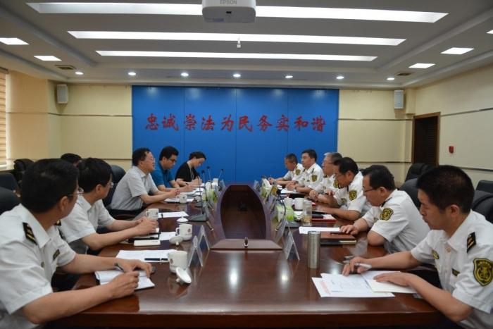 集团董事长李海瑕陪同临汾市代市长刘予强一行拜访省出入境检验检疫局